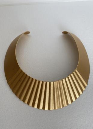 Украшение на шею пектораль золотого цвета