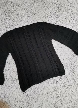 Черный вязаный свитер с широкими рукавами