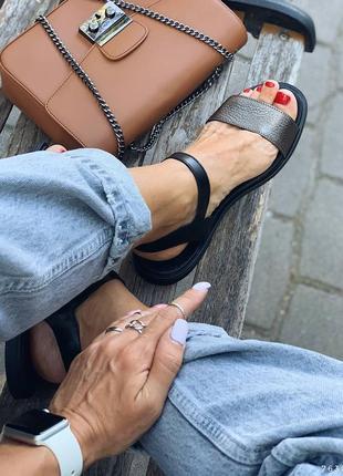 Кожаные сандалии. наложка