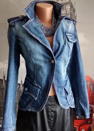 Iталійський дизайнерський джинсовий піджак з окантовкою із срібного ланцюжка