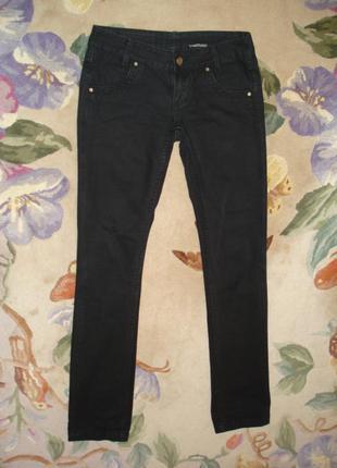 Классные джинсы с потертостями и рванкой