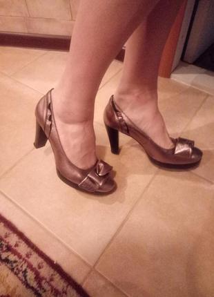 Супер кожаные туфли оливкового цвета