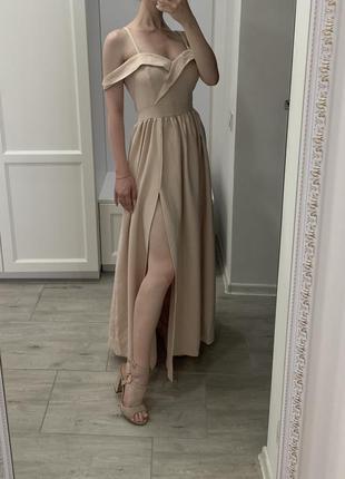 Платье в нежном цвете