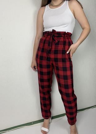 Красные брюки в клетку, красные штаны
