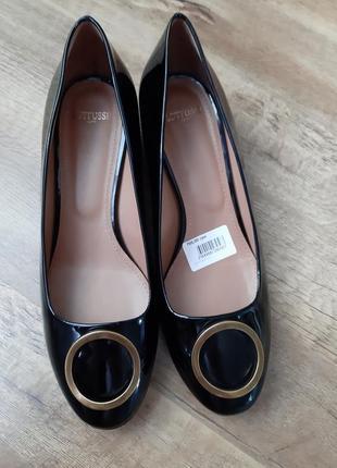 Стильные брендовые лаковые  туфельки