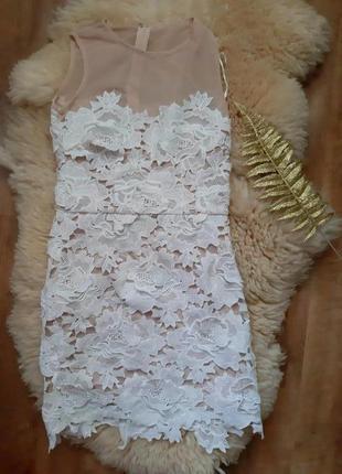 Очень нежное красивое платье мини с апликацией из цветов