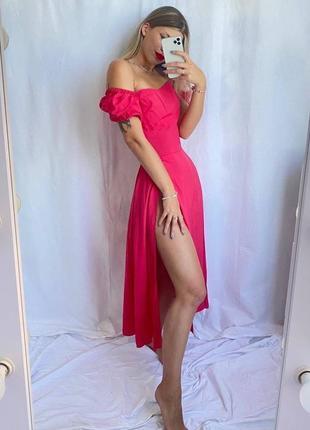 Малиновое шикарное платье миди с высоким разрезом и объёмными рукавами1 фото