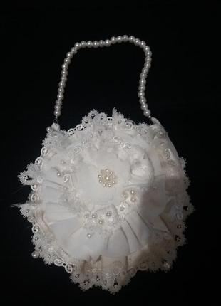 Очаровательная белоснежная сумочка