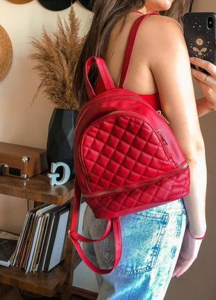 Червоний рюкзак