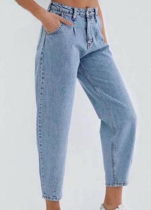 Трендовые джинсы мом, слоучи, бананы с высокой посадкой.