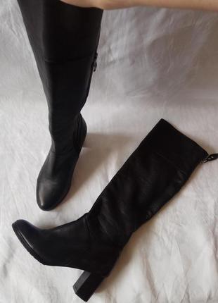 Кожаные черные высокие сапоги