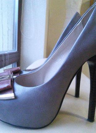 Элегантные кожаные туфли elmira