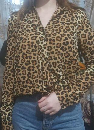 Стильная блуза в леопардовый принт с рукавом шикарная ostin