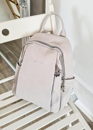 Светло-серый рюкзачок