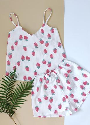 Летняя пижама из муслина в клубнички