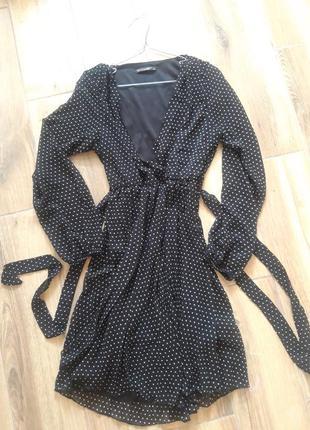 Чорне плаття в горошок