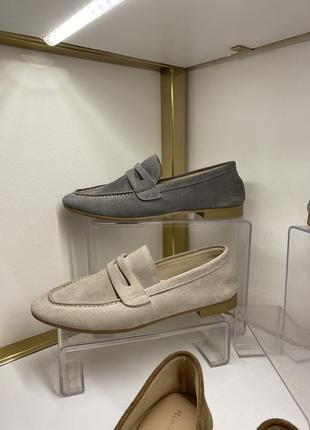 Туфли из натуральной замши и кожи.
