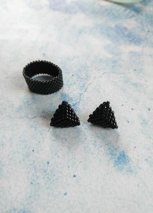 Серьги из бисера минималистичные треугольники
