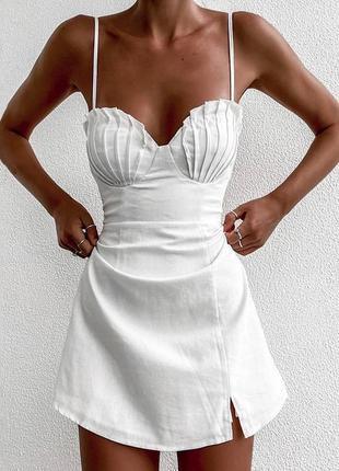 Платье белое мини с чашками-ракушками