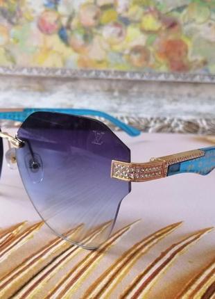 Шикарные  синие безоправыные очки с камнями с фирменным футляром