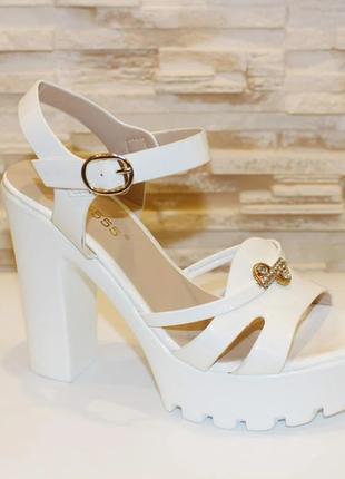 Босоножки белые женские на каблуке б67