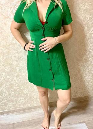 Ультрамодный зеленый сарафан- рубашка на пуговицах