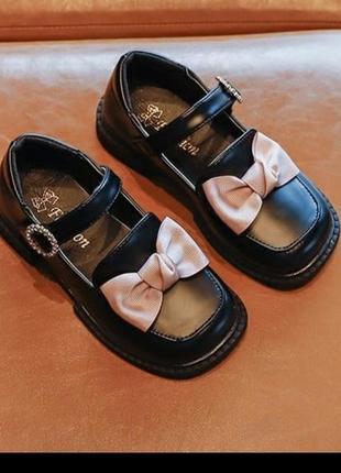 Шикарні туфлі на дівчинку