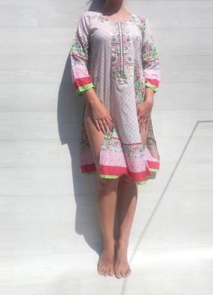 Этническое восточное яркое платье туника миди с разрезами белое разноцветное с вышивкой