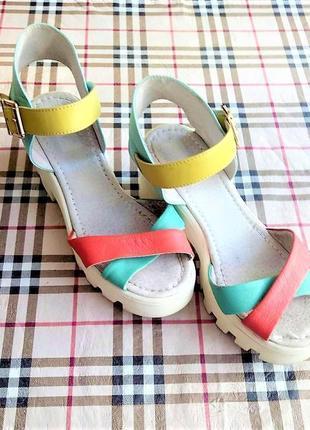 Кожаные натуральные босоножки/сандали. цветные босоножки на платформе/танкетке. 37 ( 24 см)