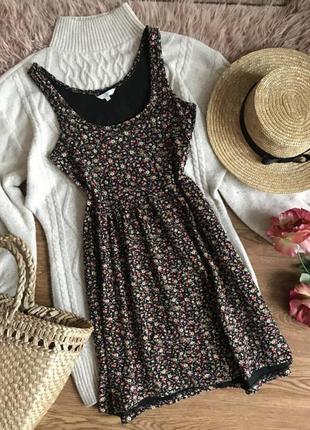 Трикотажное платье в цветочный принт{s}