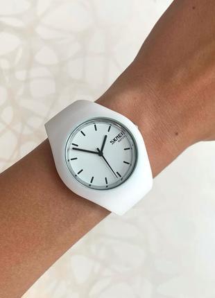 Женские белые часы силиконовые skmei скмей софт тач белого цвета