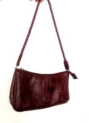 Лёгкая сумочка в бордовом цвете