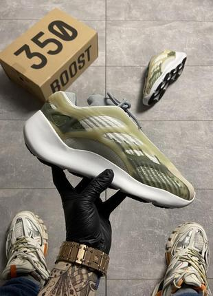 Мужские кроссовки adidas yeezy boost 700 v3 green white.