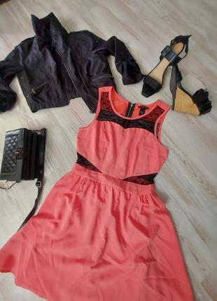 Красивое платье коралового цвета