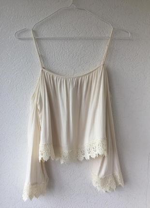 Роскошная натуральная блуза с кружевом с открытыми плечиками