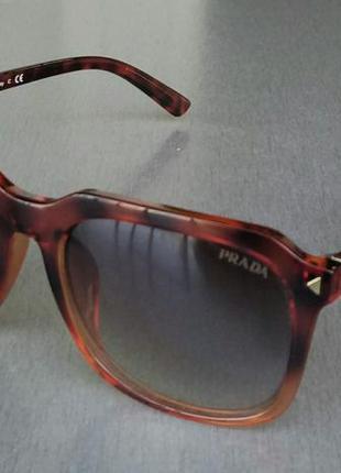 Prada очки унисекс солнцезащитные в коричневой тигровой оправе