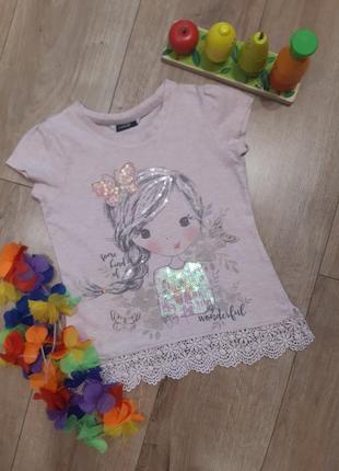 Очень красивая, пудровая футболка с девочкой