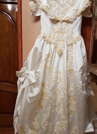 Платье свадебное с маникена на разбор