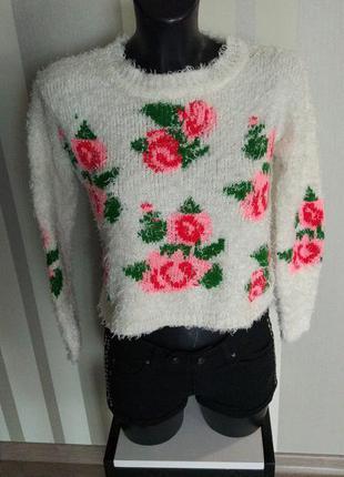 Клевый белый  свитер травка с цветами