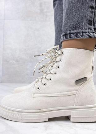 Бежевые ботинки из эко-замша