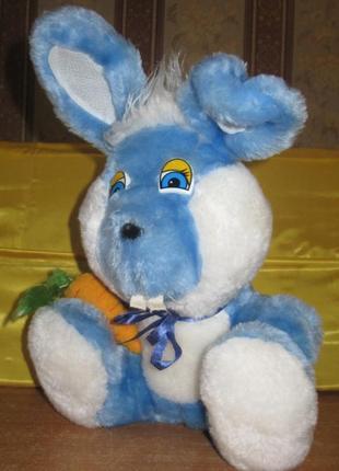 Игрушка мягкая, заяц с морковкой, сидит. красивый. размеры – 22 см* 30см