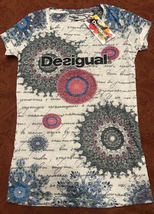 Яркая футболка desigual