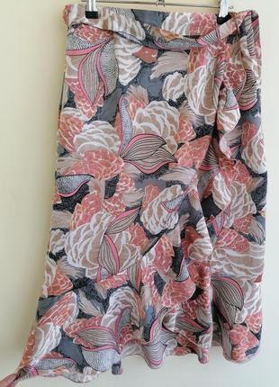 Модная юбка миди на запах с оборками в цветы с поясом