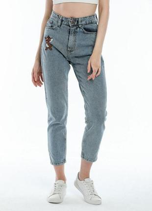 Джинсы мом с принтом том и джерри летние осенние легкие модные джинсовые штаны брюки прямые с высокой талией с нашивками наклейками мультяшные