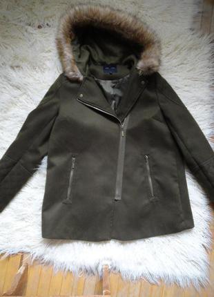 Укороченное пальто.