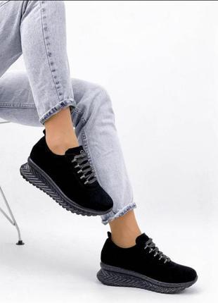 Кроссовки из натурального чёрного замша
