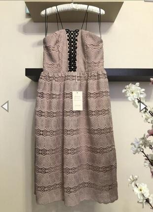 Очень красивое кружевное платье нюдового цвета на бретельках