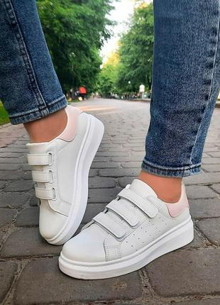 Женские белые кроссовки на липучках