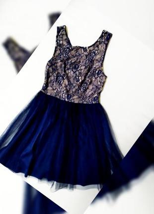 Кружевное платье с фатином