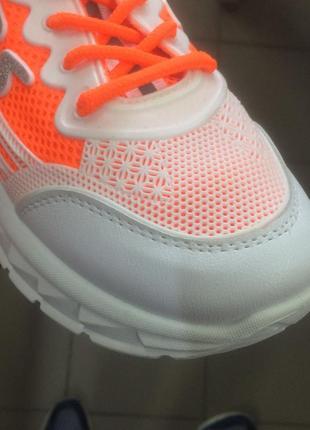 Стильні жіночі кросівки5 фото